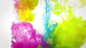 在水液体颜色混合下 股票视频