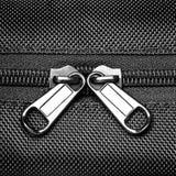 在黑混合纤维的金属拉链 免版税库存图片
