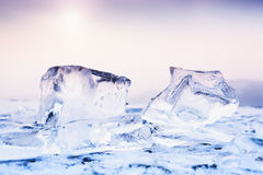 在冻湖的冰 免版税库存图片