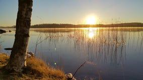 在水湖的日落 免版税库存照片