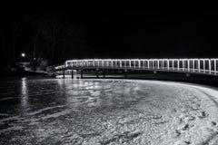 在冻湖的桥梁 图库摄影