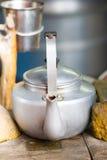 在柴火的水壶,蒙古语Ger 免版税库存照片