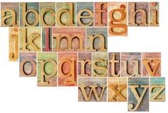 在活版木头类型的字母表 库存图片