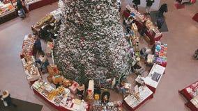 在购物中心的圣诞节市场 免版税库存照片