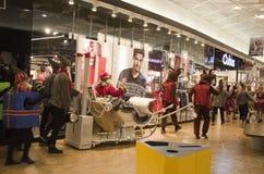 在购物中心的圣诞节游行 库存照片