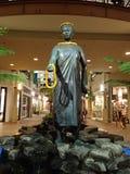 在购物中心的女王Kaahumanu雕象 免版税库存照片