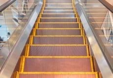 在购物中心的自动扶梯 库存照片