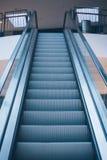 在购物中心的自动扶梯 免版税图库摄影