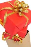 在购物袋的礼物 免版税图库摄影