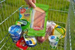 从在购物车的欧盟进口的食物 免版税库存照片