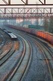 在货物驻地的转动的铁路轨道 库存照片