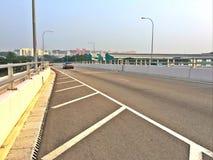 在巴特利高架桥-新加坡的路肩膀 库存图片