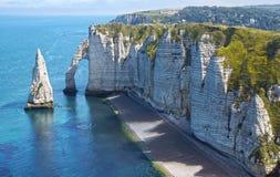 在彻特d'Albatre的白垩峭壁。Etretat 免版税库存图片