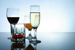 在玻璃和觚的不同的酒精饮料 库存照片