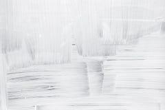 在玻璃墙上的白色油漆层数 库存图片