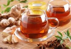 在玻璃杯子的姜茶 免版税库存照片