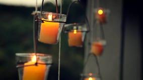 在玻璃架子的蜡烛 影视素材