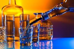 在玻璃桌上的伏特加酒 免版税库存照片