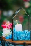 在玻璃灯的蜡烛 婚礼装饰 婚姻在Monteneg 免版税库存照片