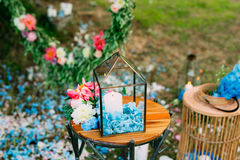 在玻璃灯的蜡烛 婚礼装饰 婚姻在Monteneg 图库摄影