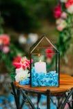 在玻璃灯的蜡烛 婚礼装饰 婚姻在Monteneg 免版税库存图片
