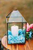 在玻璃灯的蜡烛 婚礼装饰 婚姻在Monteneg 免版税图库摄影
