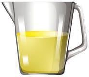 在玻璃烧杯的黄色液体 库存图片
