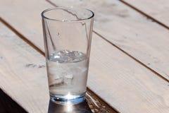 在玻璃的冰水 库存图片