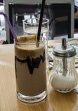 在玻璃的冷的咖啡馆 免版税库存图片