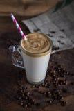 在玻璃的咖啡frappe在木背景 免版税库存图片