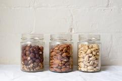 在玻璃的坚果 免版税库存图片