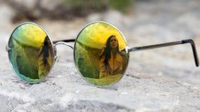 在玻璃的妇女` s反射 库存图片