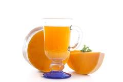 在玻璃的新鲜的南瓜汁 免版税库存照片