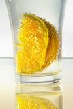 在玻璃的桔子 免版税库存照片