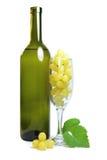 在玻璃的白葡萄 库存图片