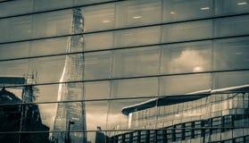 在玻璃的碎片反射 免版税库存照片