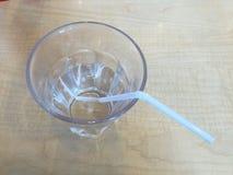 在玻璃的简单的水 库存照片