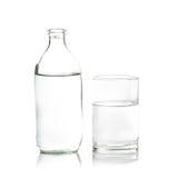 在玻璃的纯净的水!新鲜和健康 免版税库存图片