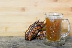 在玻璃的罗望子树汁液 库存图片