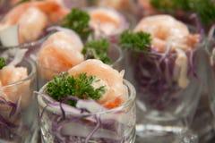 在玻璃的虾仁开胃品 免版税图库摄影