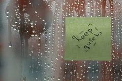 在玻璃的词与下落 库存图片