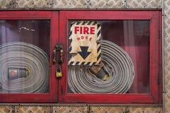 在玻璃的Firehose 库存图片