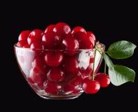 在玻璃碗的樱桃 免版税库存图片