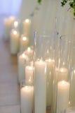 在玻璃花瓶,迷离背景,选择聚焦的灼烧的蜡烛 免版税库存图片