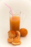 在玻璃玻璃的蜜桔汁用蜜桔 库存图片