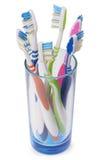 在玻璃(裁减路线)的牙刷 库存照片