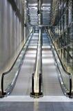 在玻璃&钢的自动扶梯 库存图片