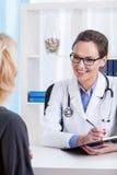 在医疗任命期间的患者 免版税库存图片