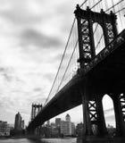 在黑白图片样式,纽约,美国的曼哈顿桥梁 图库摄影