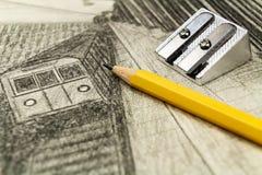 在黑白图画背景的石墨铅笔  免版税图库摄影